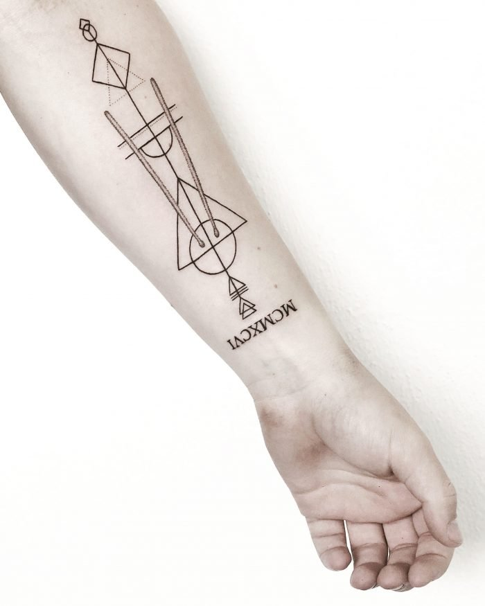 blackwork lines sternzeichen arm tattoo drumsticks konstanz