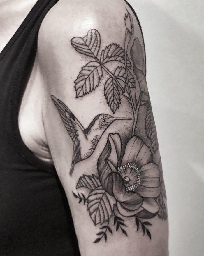black grey tattoo bodensee kolibri blume konstanz dotwork