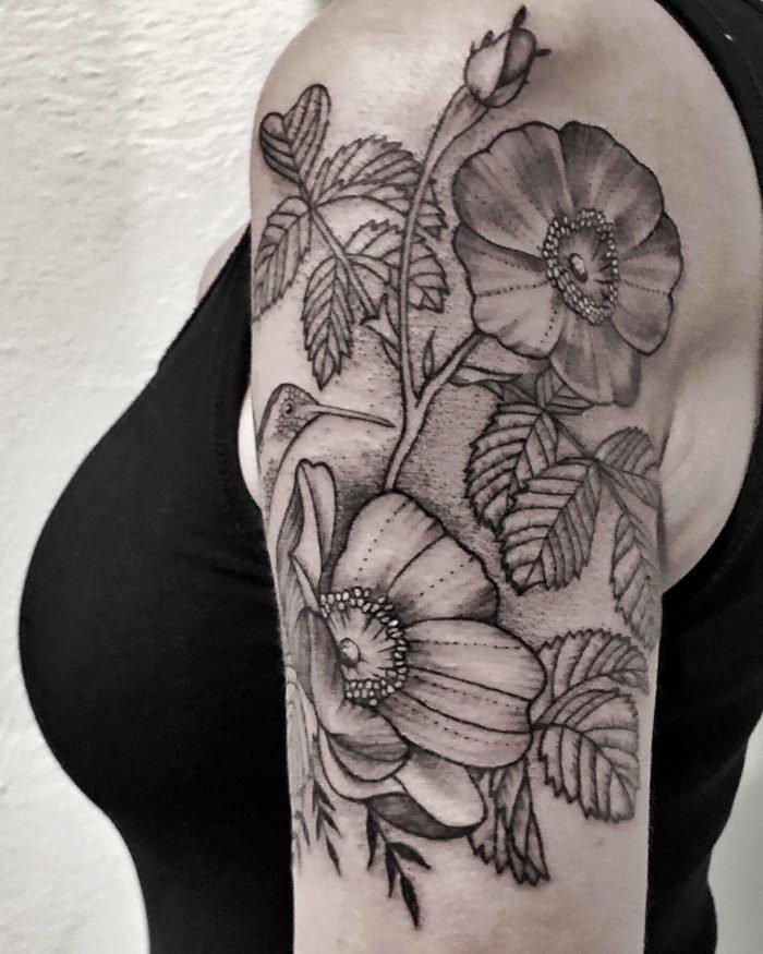 black grey tattoo dotwork blumen kolibri konstanz bodensee