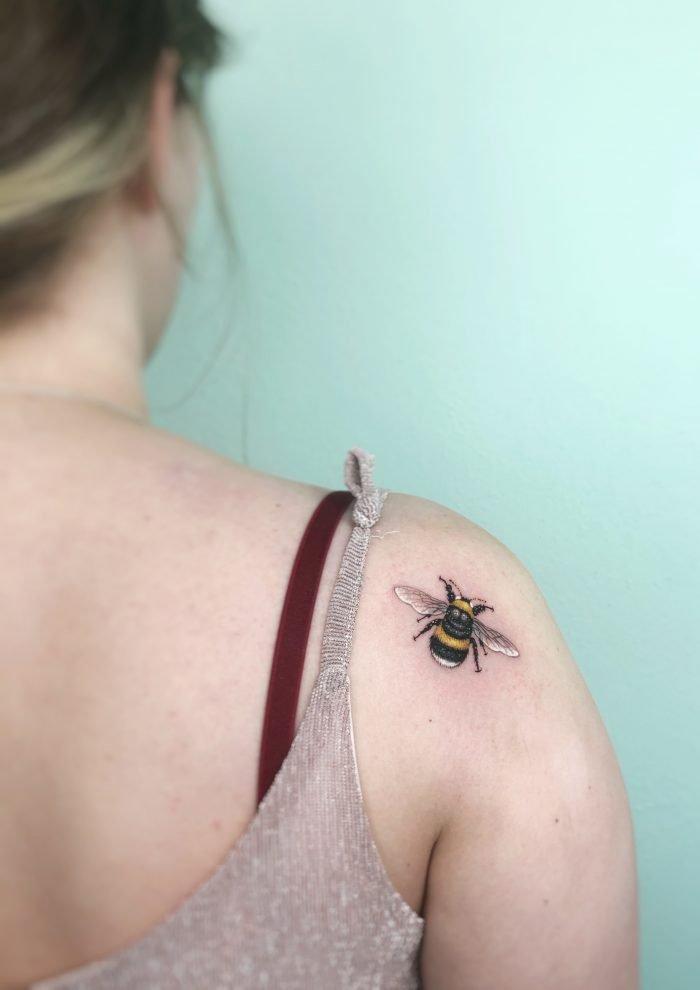 mini tattoo hummel bumlebee konstanz bodensee tattoostudio piixs