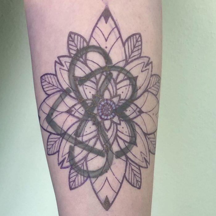Colour cover up blue blau mandala tattoo tattoostudio konstanz bodensee