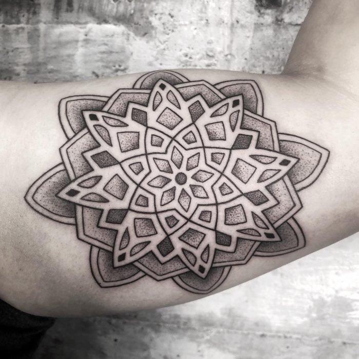 Dotwork Mandala Arm tattoo tattoostudio konstanz bodensee