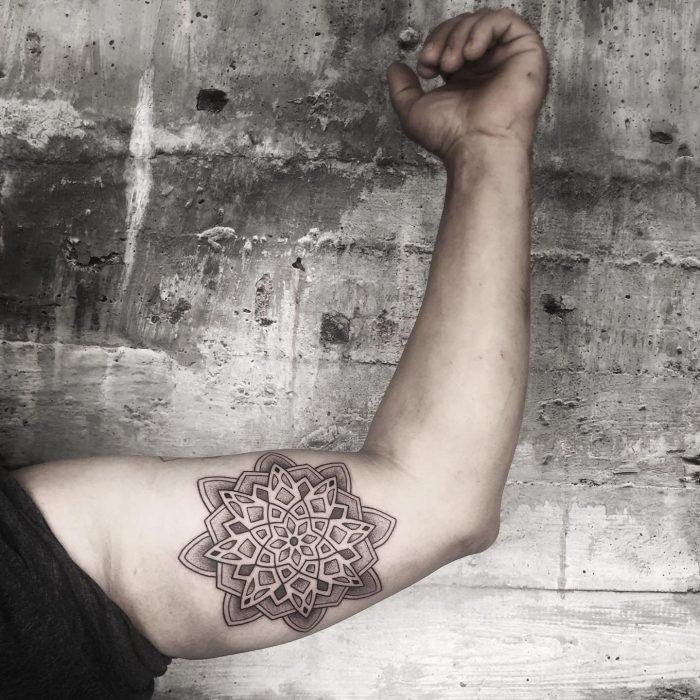 Dotwork mandala tattoo konstanz bodensee tattoostudio arm