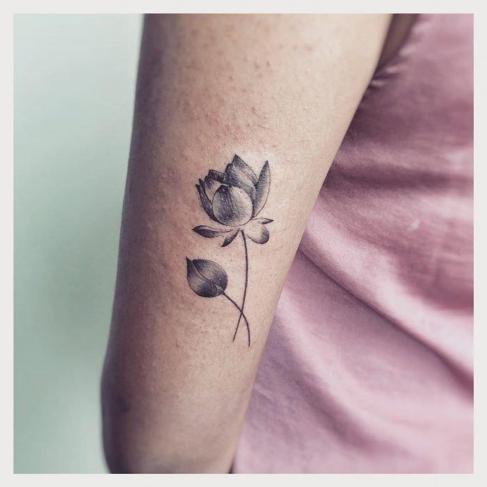 Mini tattoo black grey lotus tattoostudio konstanz bodensee