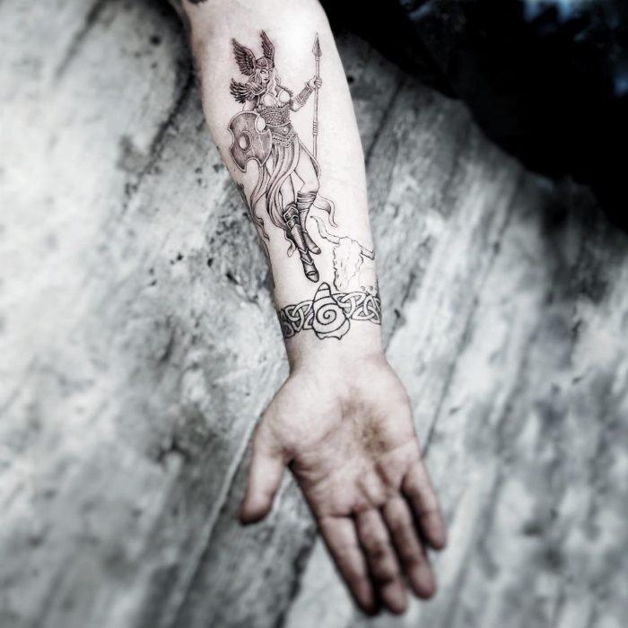 black grey tattoo mini small fine tattoostudio konstanz bodensee Walküre Valkyrie vikings wikinger 2