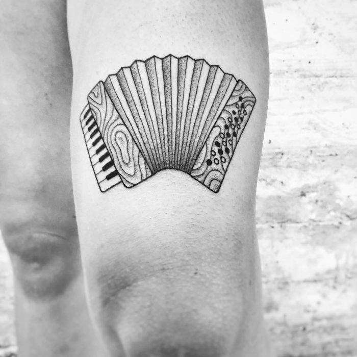 Dotwork Akkordeon linework bodensee konstanz tattoostudio