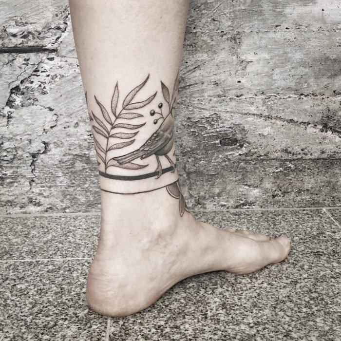 Dotwork Blaumeise vogel bird tattoo flower linework tattoostudio konstanz blackwork finework bodensee mandala 5
