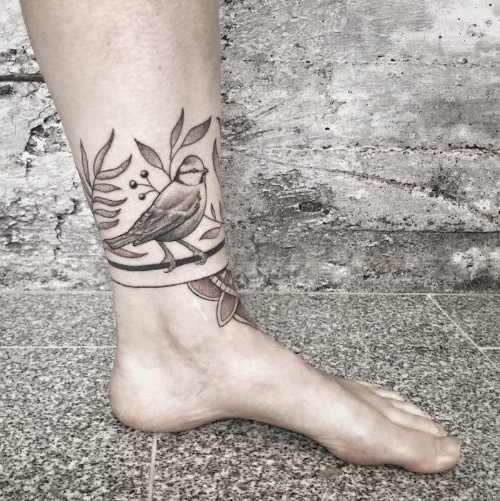 Dotwork Blaumeise vogel bird tattoo flower linework tattoostudio konstanz bodensee mandala 1
