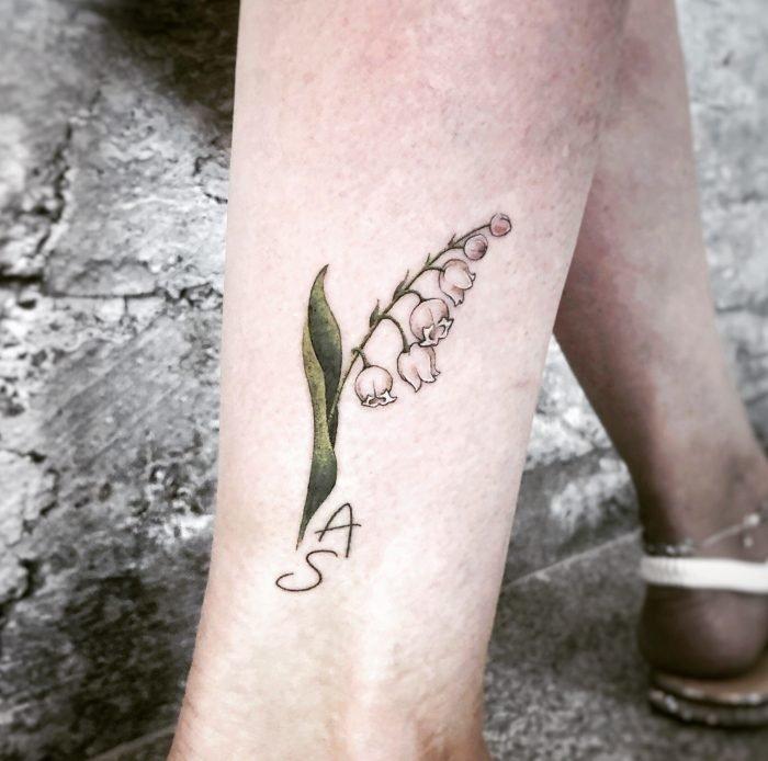 mini realistic maiglöckchen tattoo tattoostudio konstanz bodensee flower