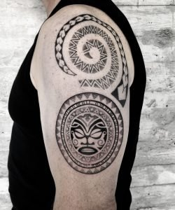 Blackwork Maori Dotwork Tattoo Arm konstanz bodensee tattoostudio in prozess
