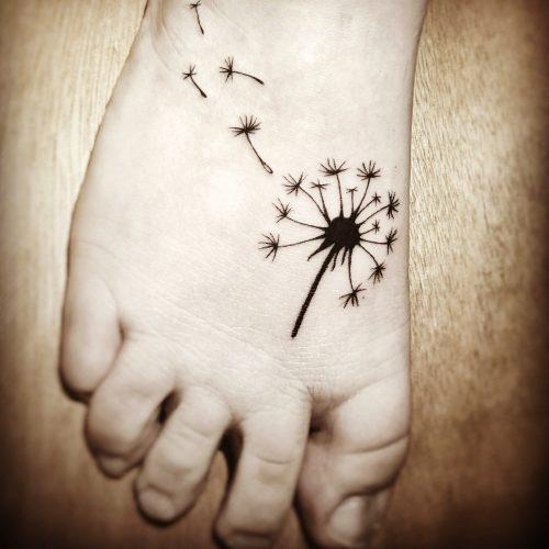 Blackwork mini Tattoo konstanz pusteblume bodensee tattoostudio