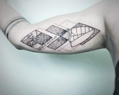 Dotwork tattoo konstanz bodensee Segelschiff Welle Sternzeichen sterne Geometrisch arm