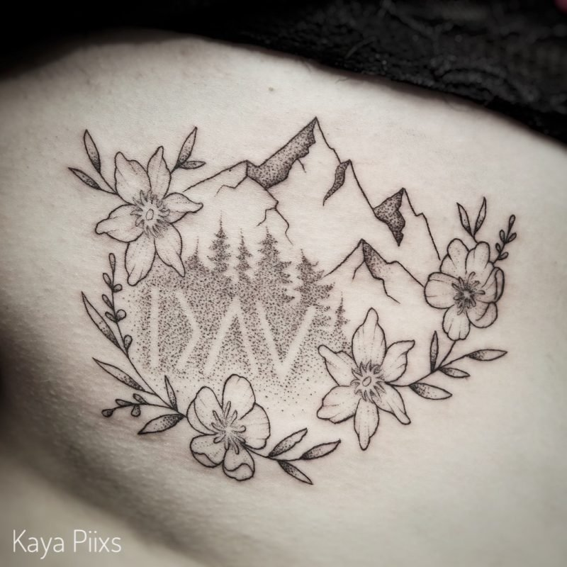 dotwork tattoo flower blumen trees mountain berge konstanz fineline tattoostudio PIIXS kaya piixs tattoo zürich bodensee lake of constanze