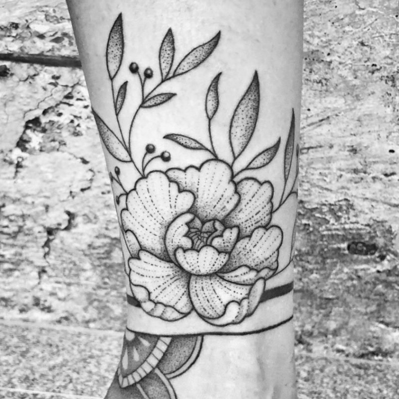 dotwork tattoo flower linework blume rose wildrose konstanz tattoostudio PIIXS kaya piixs tattoo zürich bodensee lake of constanze