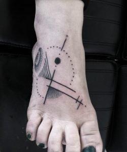 fuss tattoo konstanz abstrakt