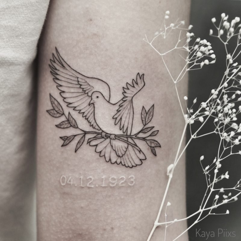 linework vogel taube bird tattoo zweig blackwork white tattoo konstanz tattoostudio PIIXS kaya piixs smalltattoo zürich bodensee