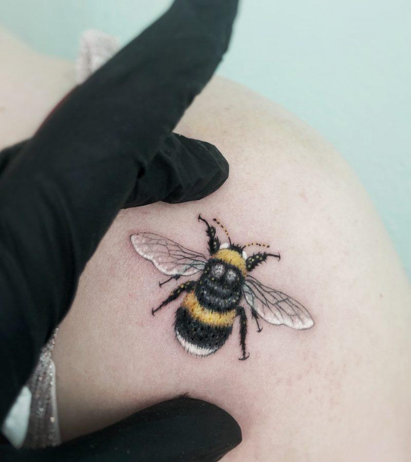mini hummel tattoo mini tattoo realistic bumblebee konstanz bodensee tattoostudio piixs